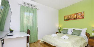 croatia-zivogosce-strnj-villa-apartman-256C56552E-C35F-583A-2E8F-1F6F3EA65F1C.jpg