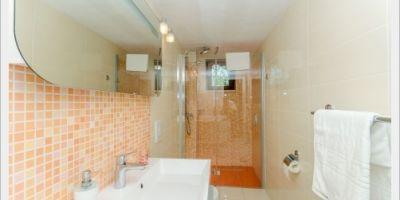 narancasto-kupatilo-3-v-480x318AB284188-BEE7-8C33-7D1B-0087EB5787D4.jpg