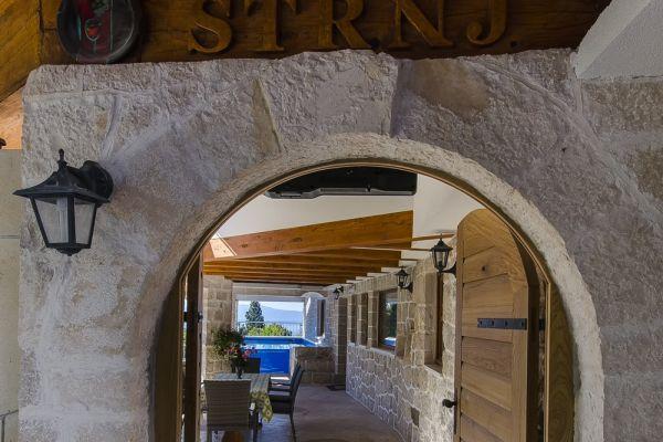 croatia-zivogosce-strnj-villa-apartman-16596551AE-6A28-BCC5-FF89-BD9254B3C1DF.jpg